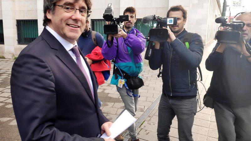 Puigdemont se presenta ante autoridades belgas y rechaza entrega a España