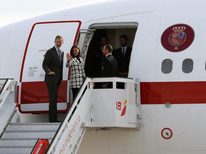 Los reyes inician su viaje de Estado a Cuba tras la despedida en Barajas