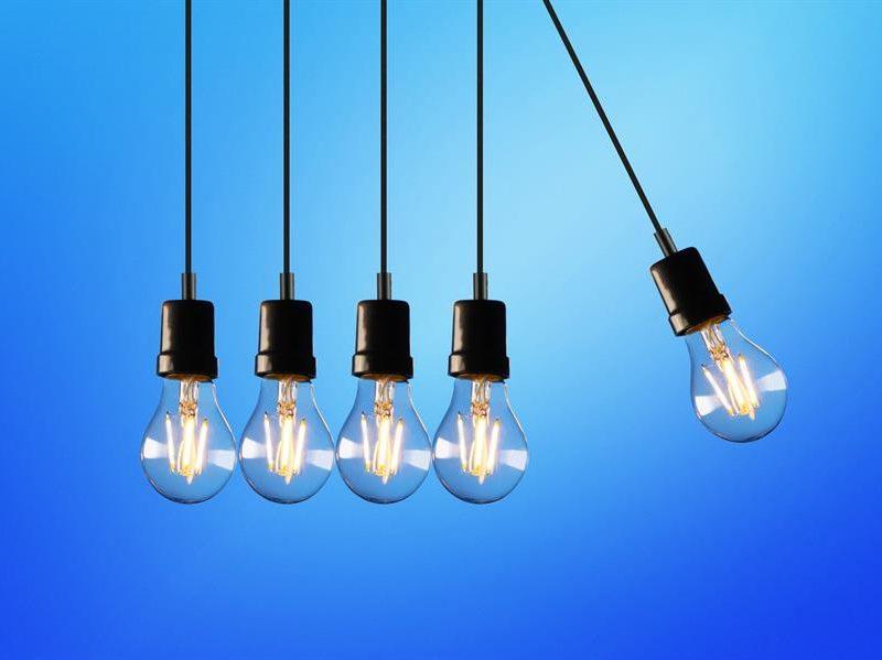 Alt= Bombillas encendidas. Sube el precio de la luz. EFE/XTB/Archivo España y Francia piden una respuesta al precio de la luz que Alemania no quiere