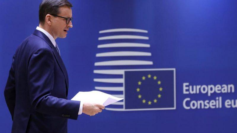 Alt= El primer ministro polaco, Mateusz Morawiecki, en la cumbre de líderes de la UE en Bruselas,Bélgica, EFE / EPA / YVES HERMAN / POOL