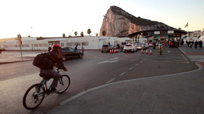 Alt-Imagen-de-archivo-de-la-entrada-a-Gibraltar-desde-territorio-espanol.-EFE-A.Carrasco-Ragel.Archivo.jpg