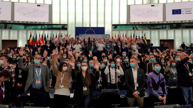 Alt-Imagen-de-los-paneles-ciudadanos-de-la-Conferencia-sobre-el-Futuro-de-Europa-en-Estrasburgo.-EFE-Jorge-Ocana.jpg