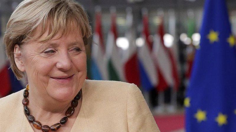 Alt= La canciller alemana, Angela Merkel, a su llegada a su último Consejo Europeo este jueves en Bruselas, Bélgica. EFE/EPA/OLIVIER HOSLET / POOL