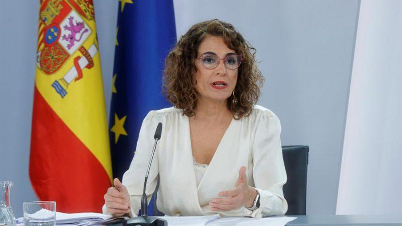 Alt= La ministra de Hacienda, María Jesús Montero, explica los Presupuestos Generales del Estado para 2022 . EFE/Zipi El Gobierno español aprueba los presupuestos de 2022 con una inversión pública récord
