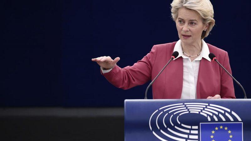 Alt= La presidenta de la Comisión Europea, Ursula von der Leyen, durante su intervención en una sesión plenaria en el Parlamento Europeo en Estrasburgo, Francia. EFE/EPA/FREDERICK FLORIN / POOL