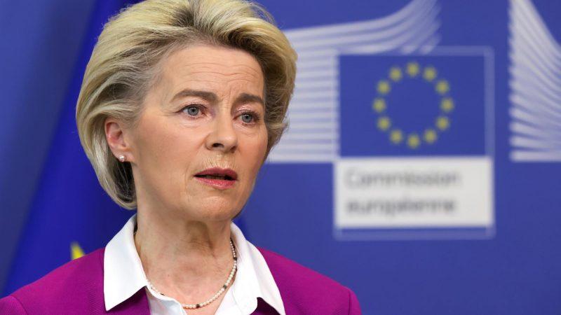 Alt= La presidenta de la Comisión Europea, Ursula von der Leyen, en Bruselas (Bélgica). EFE/EPA/YVES HERMAN/Archivo