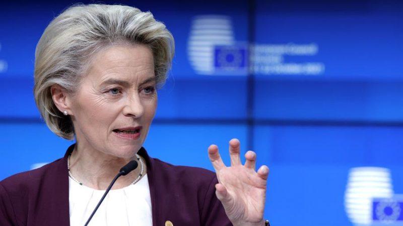 Alt= La presidenta de la Comisión Europea este viernes 21 de octubre de 2021 en Bruselas, Bélgica. EFE/EPA/Olivier Matthys / POOL