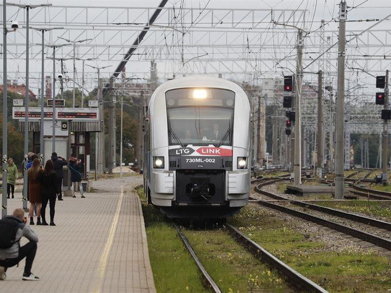Alt-Un-tren-llegando-a-la-estacion-de-Riga-Letonia.-EFE.jpg