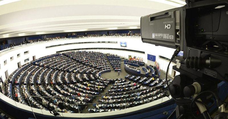 Alt=Una cámara de TV en un pleno del Parlamento Europeo en Estrasburgo, Francia. EFE/ EPA / Patrick Seeger/ Archivo