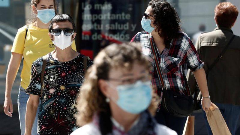 Alt=Varias mujeres pasean por la Avenida Carlos III en Pamplona, Navarra (España).EFE/ Jesús Diges/Archivo Navarra, entre las regiones europeas donde las mujeres tienen más oportunidades