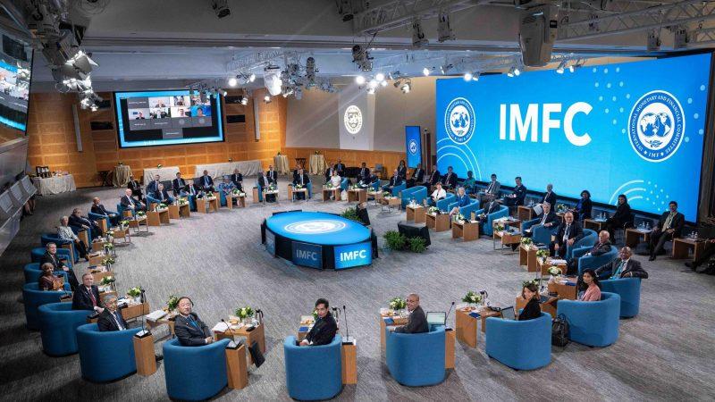 Alt=Participantes-en-la-sesion-plenaria-de-las-reuniones-anuales-del-FMI-en-Washington.-EFE-FMI-Kim-Haughton-Archivo.jpg
